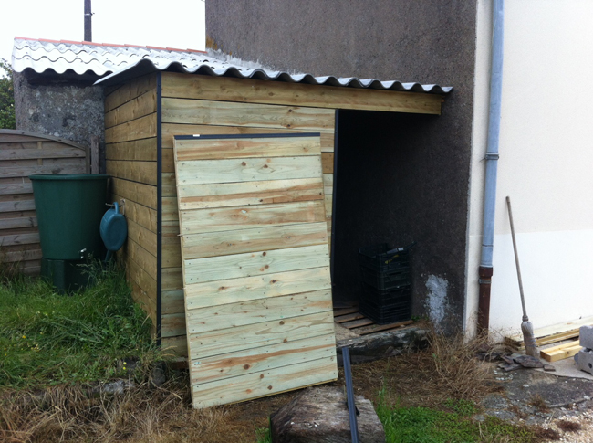 Le blog de la long re cr ation d un cabanon for Porte metallique exterieur