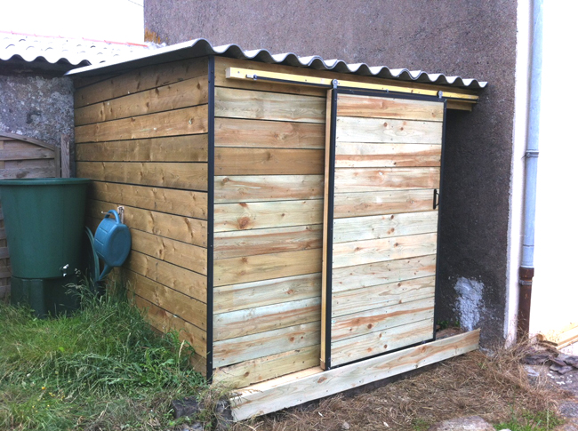 Le blog de la long re cr ation d un cabanon for Porte exterieure abri de jardin
