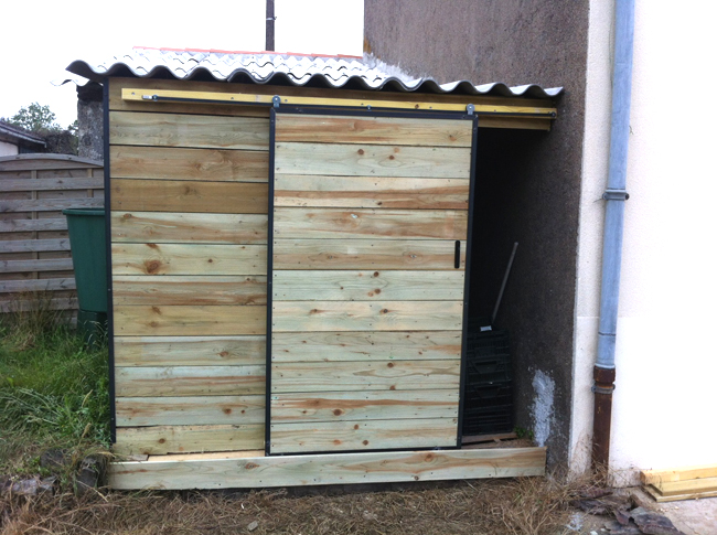 Le blog de la long re ext rieure for Porte en acier pour cabanon